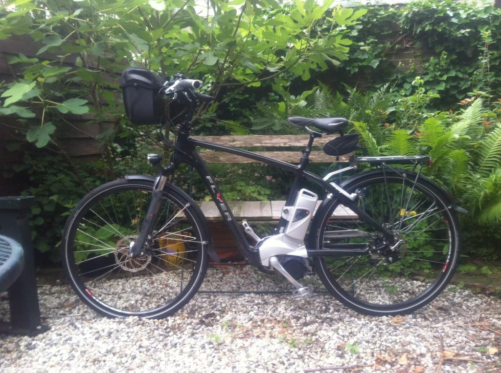 Met deze fiets (Flyer) schiet het aardig op. Met ca. 30 tot max. 45 km/uur ben je snel op bestemmingen, zeker in combinatie met de trein.